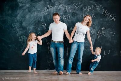 Семейная фотосессия дома.