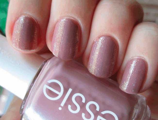Яркий и красочный: лак Essie